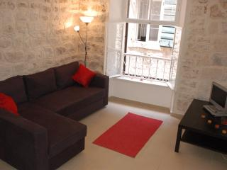 Three Amigos, Stylish Apartment in Kotor Old Town, 2 bedroom, Sleeps 6