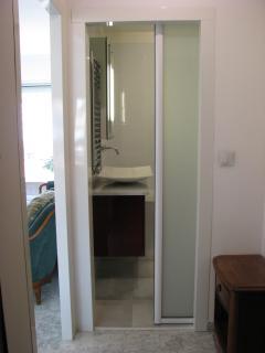 Porte vitrée de la salle de bains