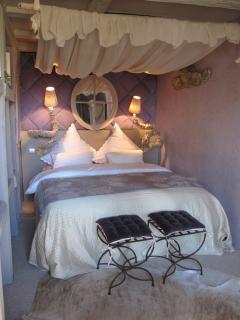 Bedroom-Chambre à coucher