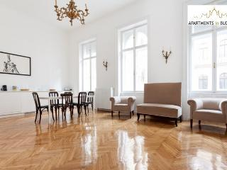 Grand Opera Apartment Budapest