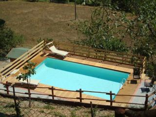 Farmhouse with pool in the Tuscany countryside