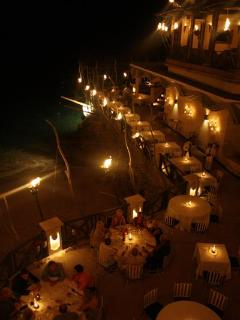 Romantic memories at world class restaurants, where you dine alongside flaming torches.