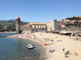 20 m to beach-in the old town, perfect for couples