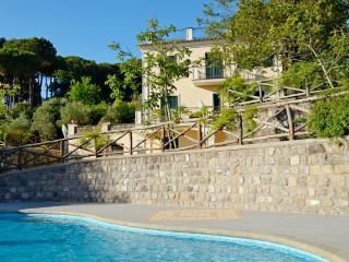 Amalfi Coast private VILLA IL NOCE sea view, private pool, jacuzzi, sauna