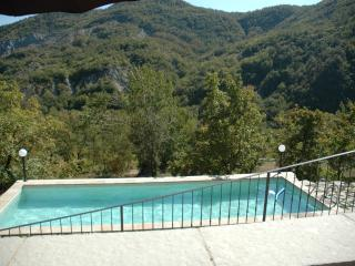 The shared pool is a 3min walk away, across a small vineyard