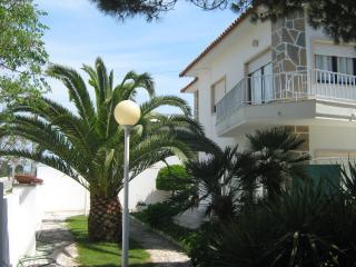 Casa de Praia com Amplo Jardim