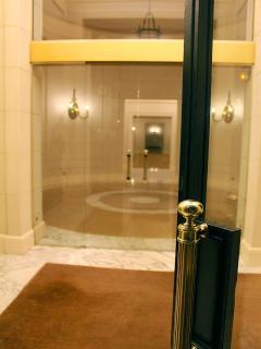 The door / Hall
