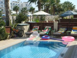 Mickey1, Luxury 3 Bed Villa, FREE car, FREE trnsf, Protaras