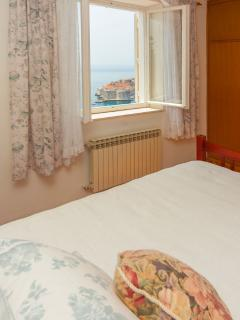 Double room with sea view and view of the old city