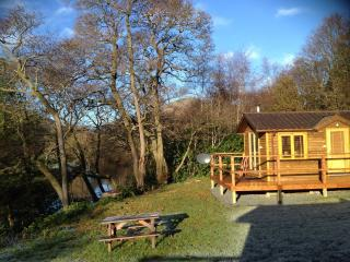 Romantic Riverside Lodge near Pucks Glen Dunoon