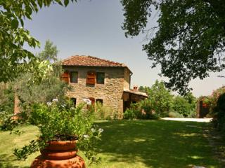 Picturesque villa  in Tuscany with lovely gardens, private pool and patios, Monte San Savino