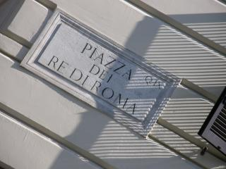 B1 APARTMENT, YOUR BEAUTIFUL HOME IN RE DI ROMA, Rome