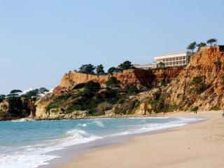 Front line Golden Flag Felsia Beach, Albufeira!  Water sports on beach.