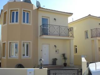Villa Azur 3 bed luxury villa with private pool, free WIFI, Android box