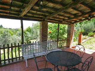 Romantic retreat  in Tuscany with lovely gardens, private pool air cond.