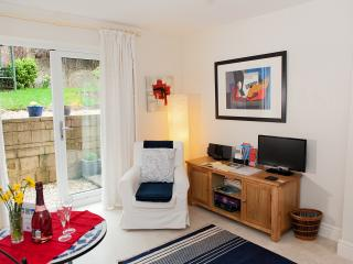 Central Bath - North Lodge Garden Apartment + Parking