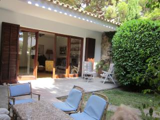 Unbeatable waterside villa, holds 8, large garden, S'Agaro