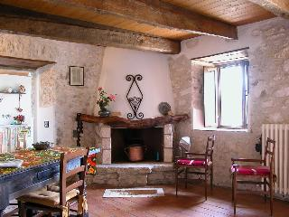Mangiatoia, independent, cosy appartment with garden, close to Rome