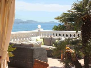 Luxury French Riviera villa rental with private pool and sea view, sleeps up to 8, Saint-Aygulf