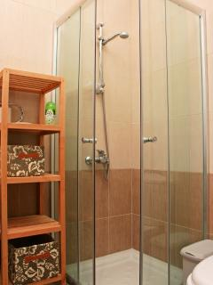 Ensuite toilet & shower