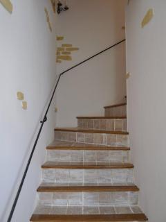 escalier pour acceder à l'étage (vue d'en bas)
