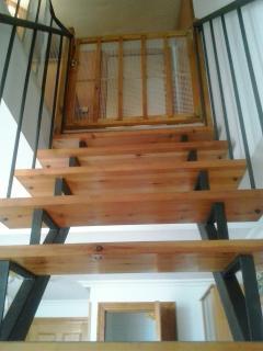 Escalera, puerta seguridad niños