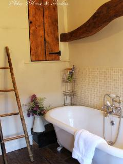 Twine Cottage bathroom