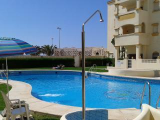 Apartamento 1ªlinea playa, A/A, WIFI ,3 dorm, Roquetas de Mar