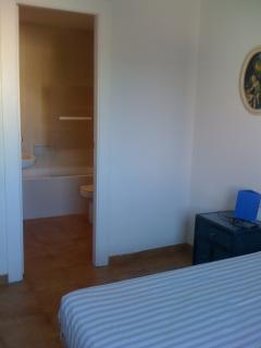 vista del baño desde el dormitorio 2