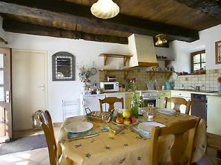 La Chaumiere - Family Friendly Cottage with Fabulous Views and Heated Pool