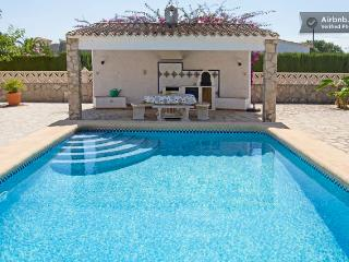 FANTASTIC VILLA NEAR THE BEACH WITH PRIVATE POOL, Els Poblets