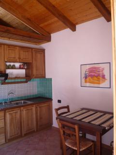 cucina-soggiorno della casetta 'arancio'