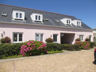 Beautiful Guernsey self-catering holiday cottage, St Martins