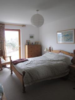 Downstairs Master Bedroom (en suite)