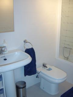Family bathroom. With additional toilet and wash basin on the ground floor