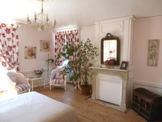 b&b in castle near d-day beach, Sainte-Mere-Eglise