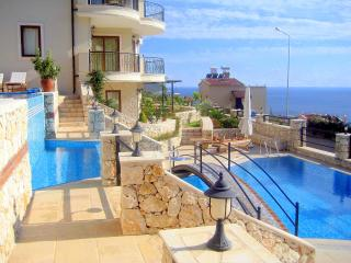 Lovely 2 Bed, 2 Bath Apartment with Great Seaviews