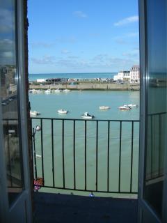 Vue sur le port, la mer, de l'appartement à marée haute