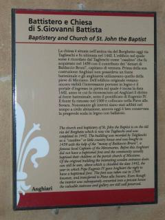 Tabella esterna con descrizione della Chiesa.