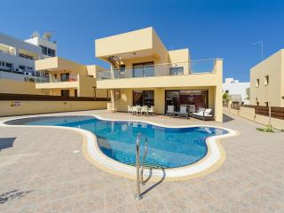Villa Thalia (No.9) - Superb 3-BDM villa with pool