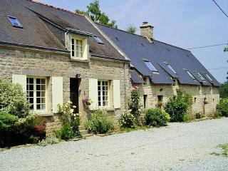 Beech Cottage with shared heated pool, Guémené-sur-Scorff