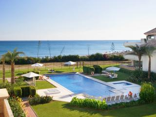 All year real HEATED POOL - beachfront luxury, Estepona
