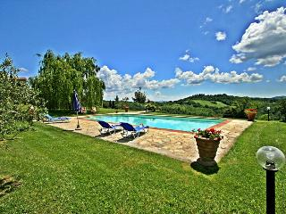 Lovely hillside cottage near Siena with private pool & garden