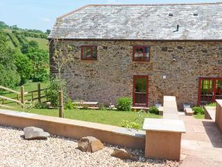 LAKE VIEW, quality cottage in country setting, fishing, views, superb