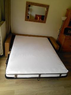 Le canapé-lit déplié...