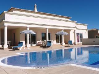 Villa Favé, moderne Poolvilla mit Privatpool, 4 Schlafzimmer, WIFI, Aircondition, Carvoeiro