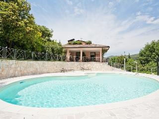 Perugia: apartment in villa