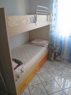 La cameretta più piccola che però dispone di due comodissimi letti singoli a castello.