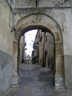 Una antica porta del Paese