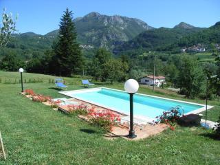 Casa Natalina, pool and Wi-Fi, Villa Collemandina